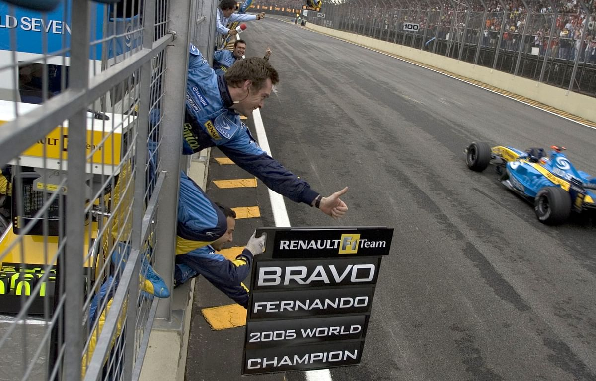 Alonso (and the R25) bringing it home at the 2005 Brazilian Grand Prix