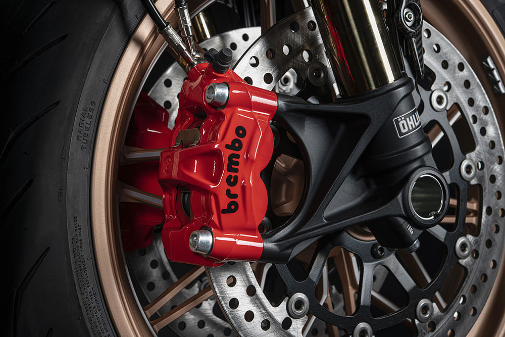 Equipped with red brake callipers which are inspired by the Lamborghini Siàn FKP 37