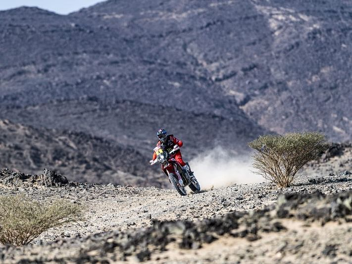 Dakar 2021 Stage 8 | Jose Ignacio Cornejo Florimo puts Honda back on top