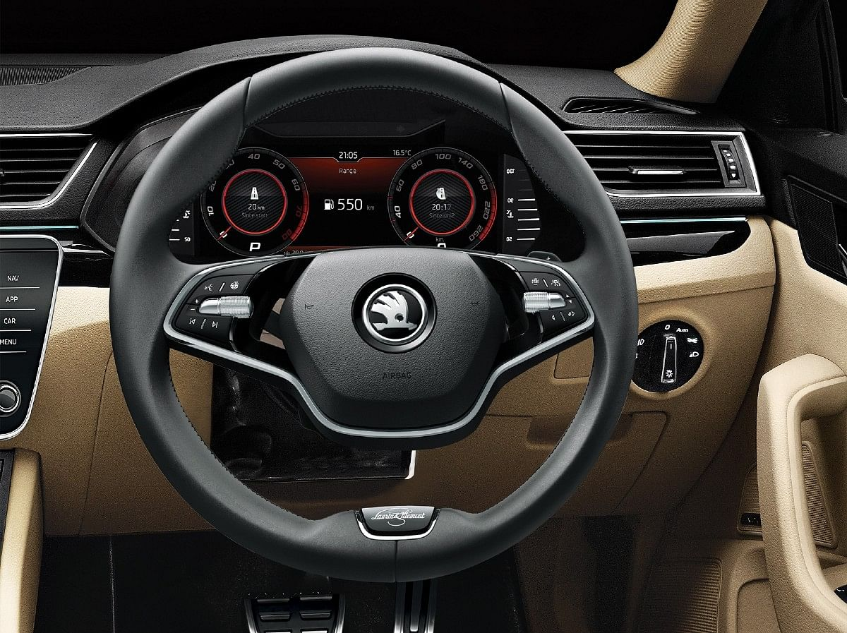 The two-spoke steering on the L&K trim