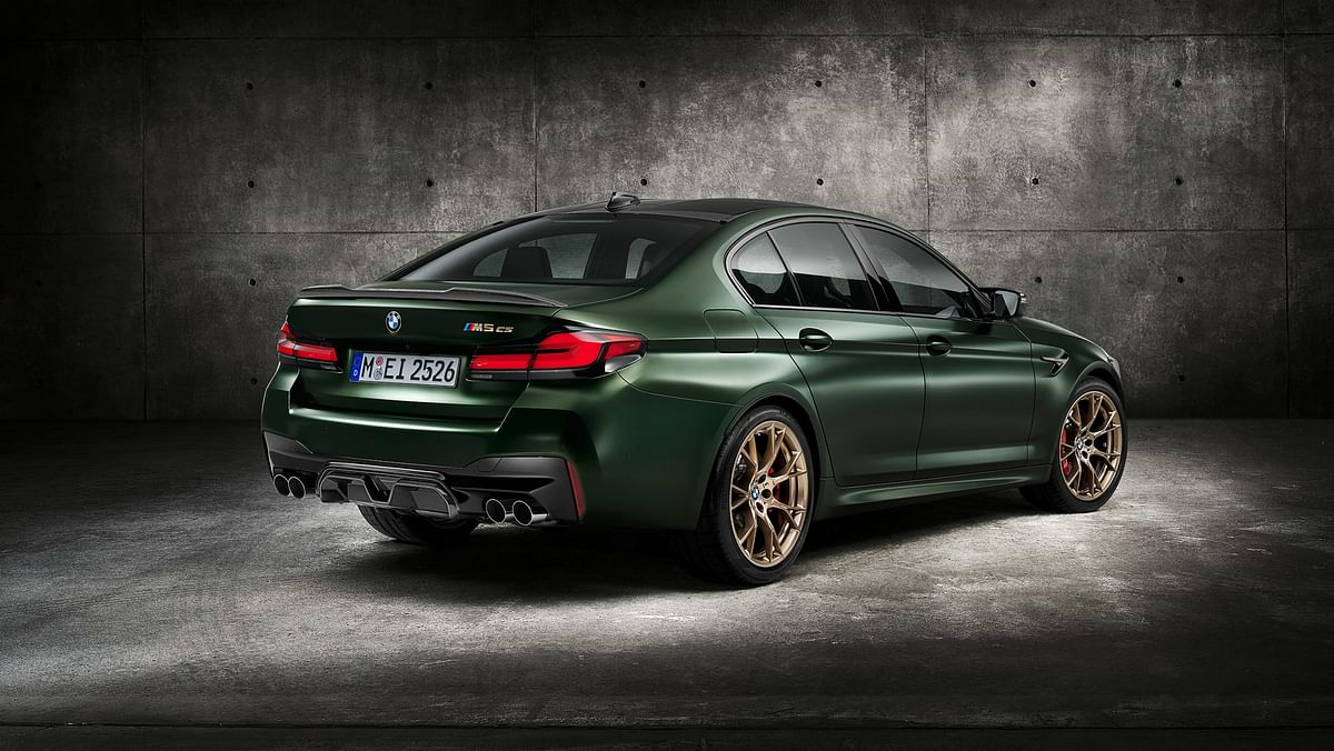 The M5 CS sits 7mm lower than the M5 Competion