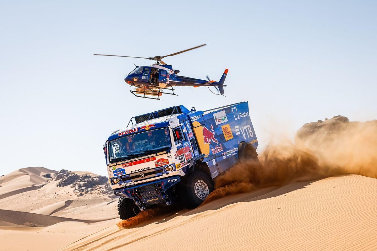 Dakar 2021 - Kamaz squad's Dmitri Sotnikov retains the lead on day 2