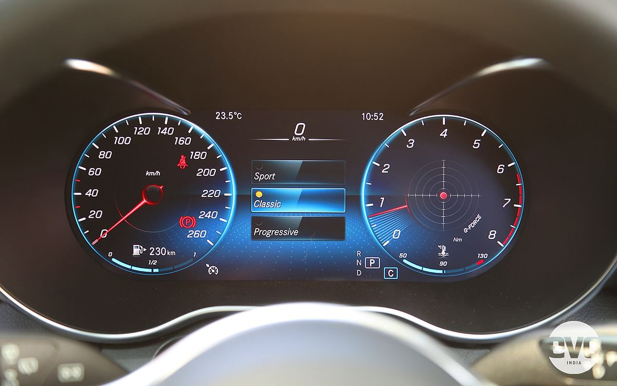 Classic style dials on the digital instrument cluster
