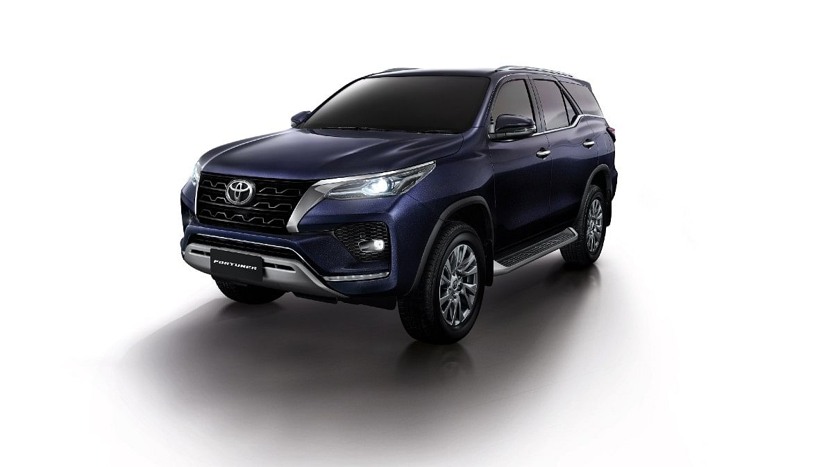 The standard Fortuner features a slightly redesigned bumper with a faux skid plate to make it look more butch