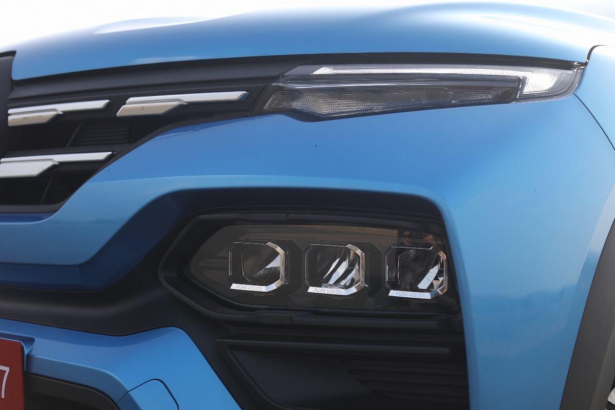 Renault Kiger's main headlights sit below the thin LED DRL strip