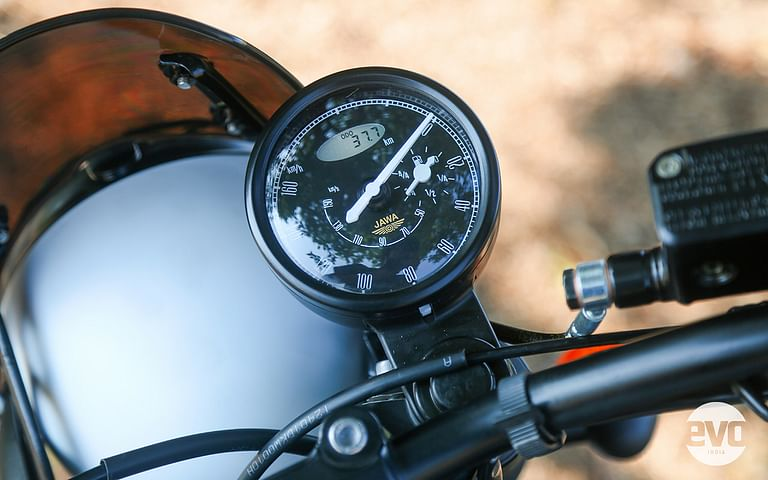 Retains the same instrument cluster