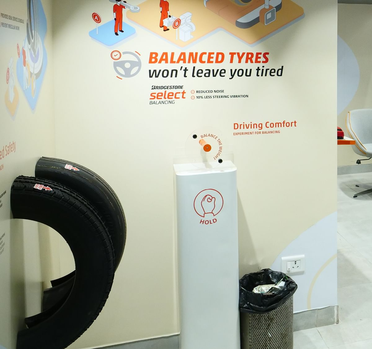 The demostration samples like the worn-out tyres (left), and model gyroscope (middle) give customers a first-hand example of the various tyre-related problems