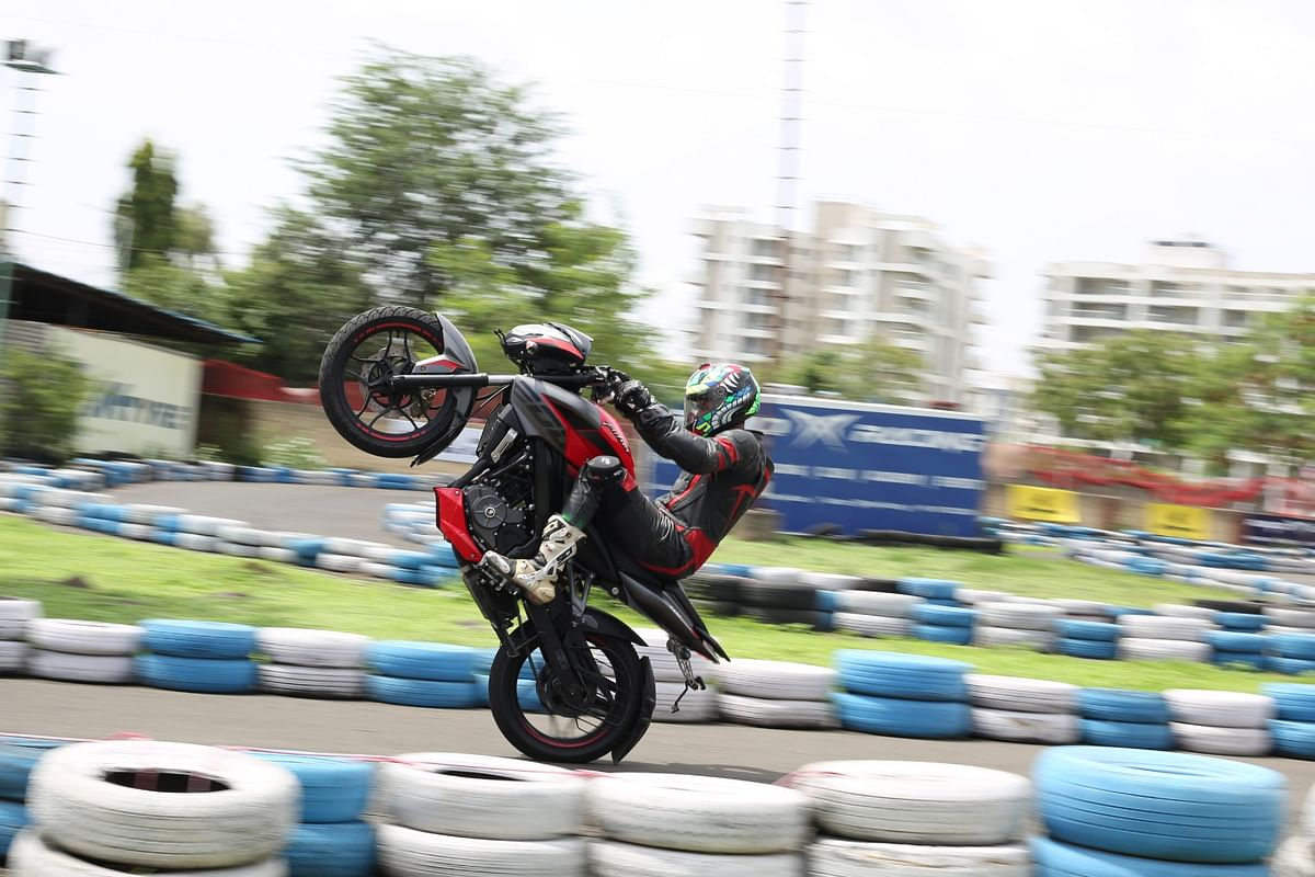 Pulsar Mania Thrill of Stunting | How to pop a wheelie