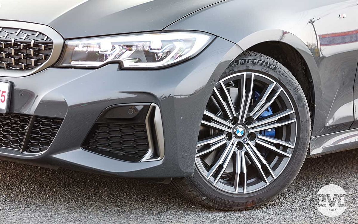 The 18-inch wheels are carried over from the 330i M Sport but the M340i has a better stance as it is 15mm lower