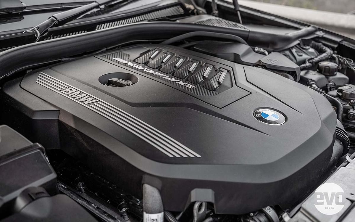 The 4-cylinder, turbocharged M340i delivers a whopping 381.5bhp and 500Nm of torque