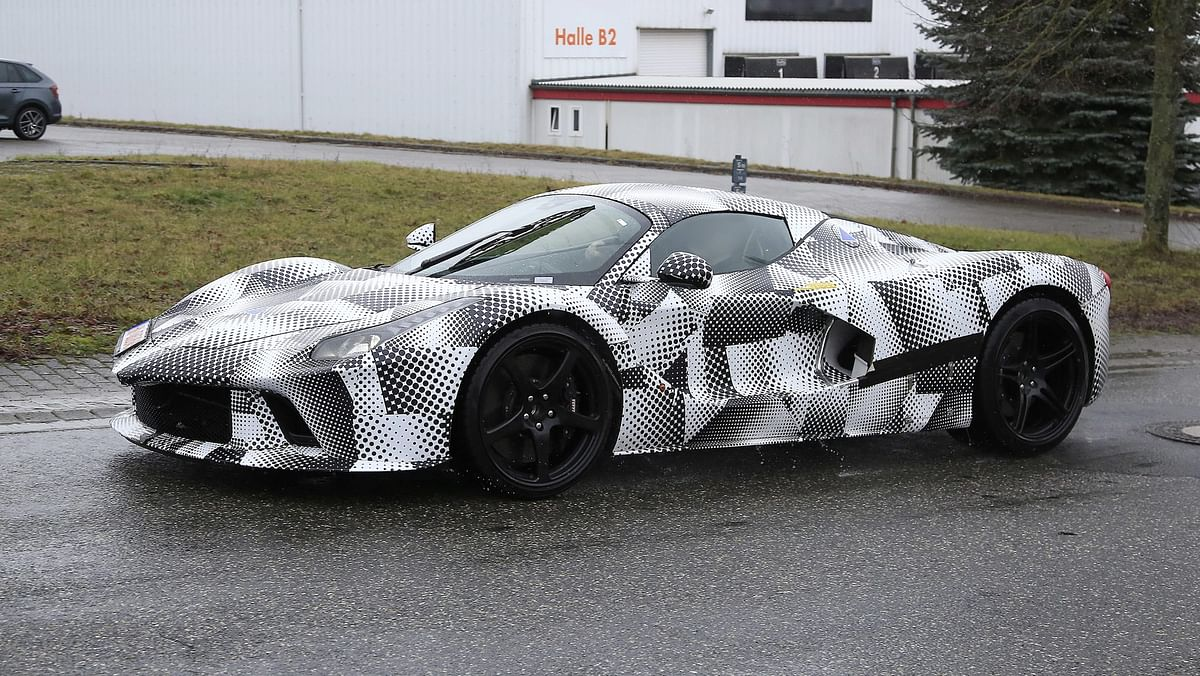 We also expect this new model to utilise a carbonfibre structure, rather than the aluminium spaceframe of the SF90 and F8 Tributo.