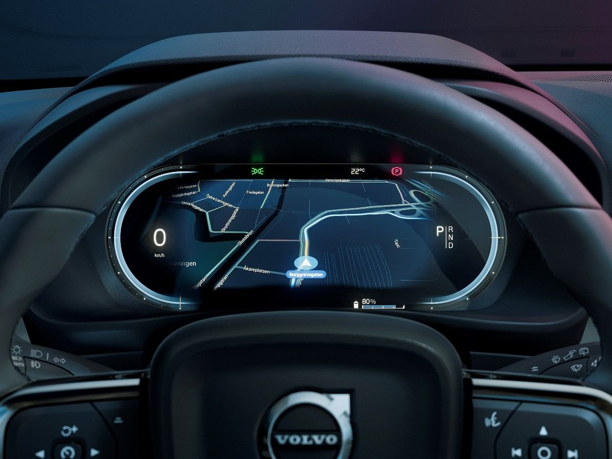 The C40 gets a configurable digital instrument cluster