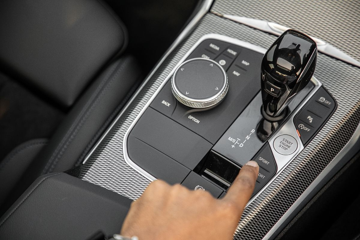 Toggle between the Sport, Sport+ and Comfort modes in the M340i