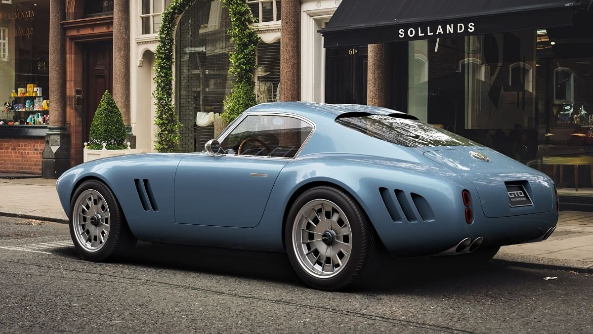 With a carbonfibre body, the doors and bonnet to be constructed with aluminum, to retain the original 'feel'