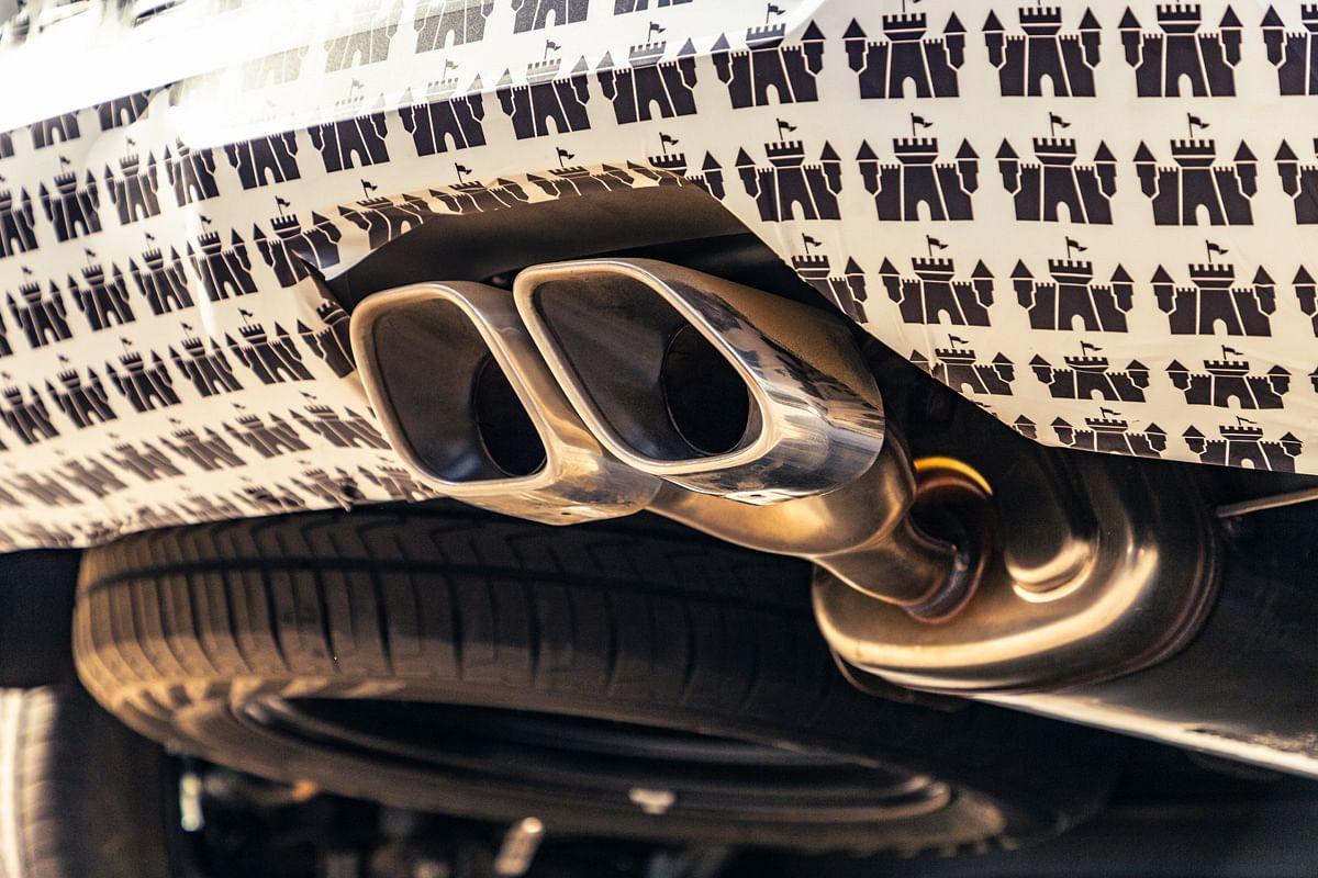 Dual exhaust tips on the Hyundai Alcazar