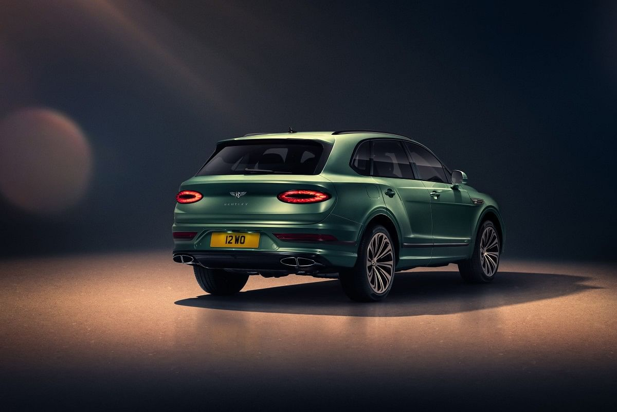 The facelifted Bentley Bentayga gets a new rear design with horizontal tail lights, the license plate now sits lower