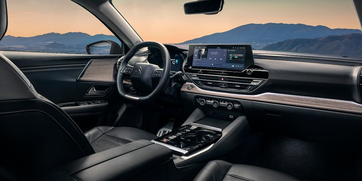 The Citroen C5 X gets a spacious interior with quality materials and new technology