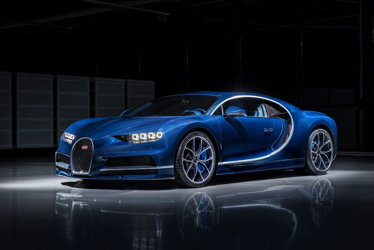 Bugatti Chiron in Blue exposed Carbon Clearcoat