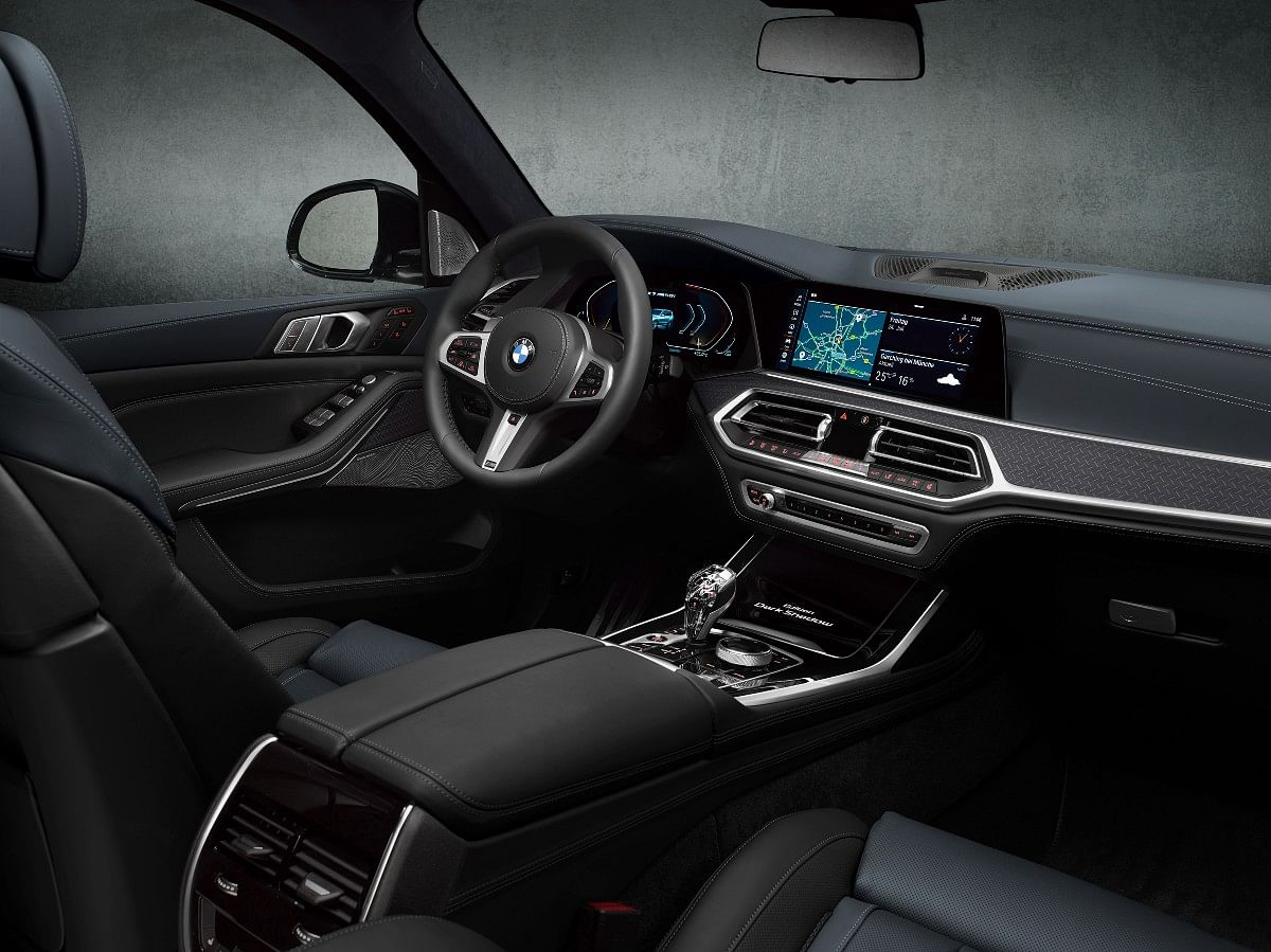 The X7 Dark Shadow Edition gets a 5-zone climate control