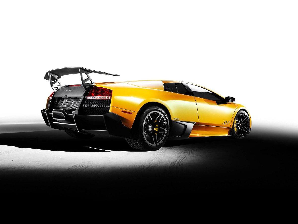 The Lamborghini Murcielago SV, could be had with an option of two rear spoilers, one for downforce and one for maximizing speed