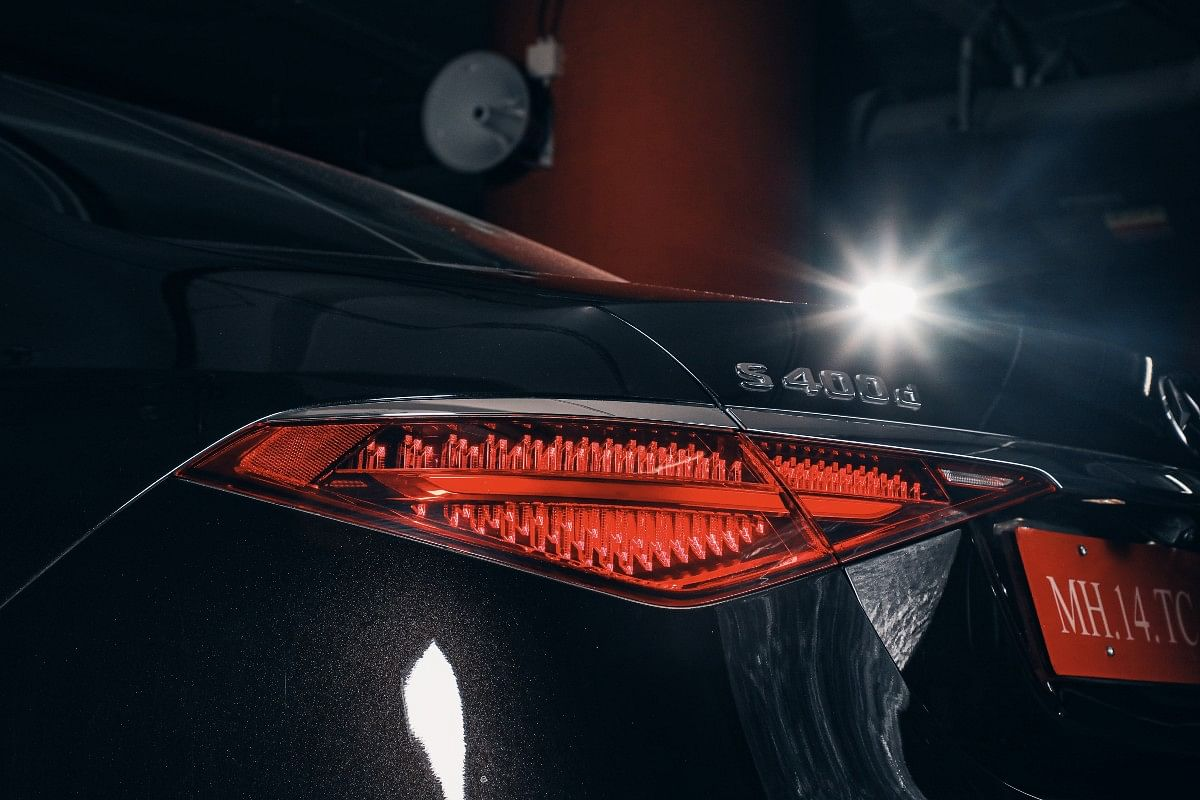 The horizontal setting ties the S-Class in terms of design with other models from the brand