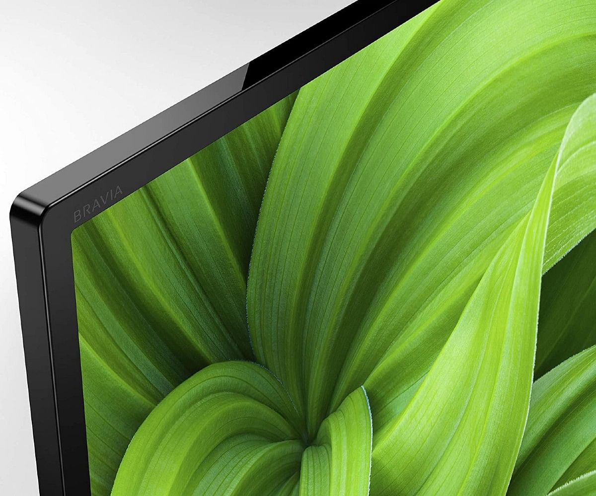 The Bravia 32W830 produces vivid colours which makes viewers believe it's an HD- television
