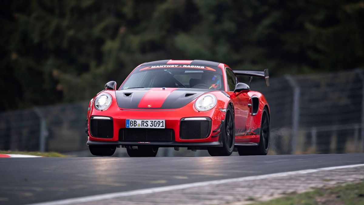 One of the highlights of the Porsche 911 GT2 RS MR is its KW Suspension setup