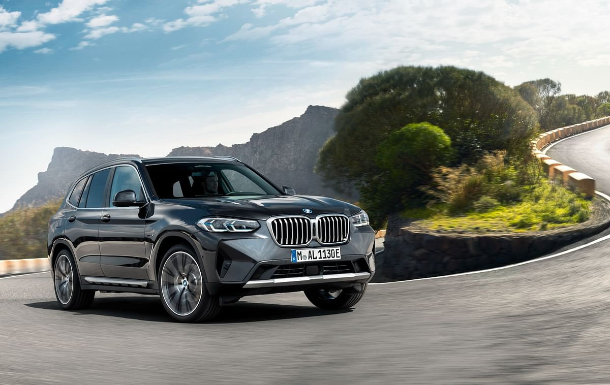 BMW unveils facelifted X3 and X4