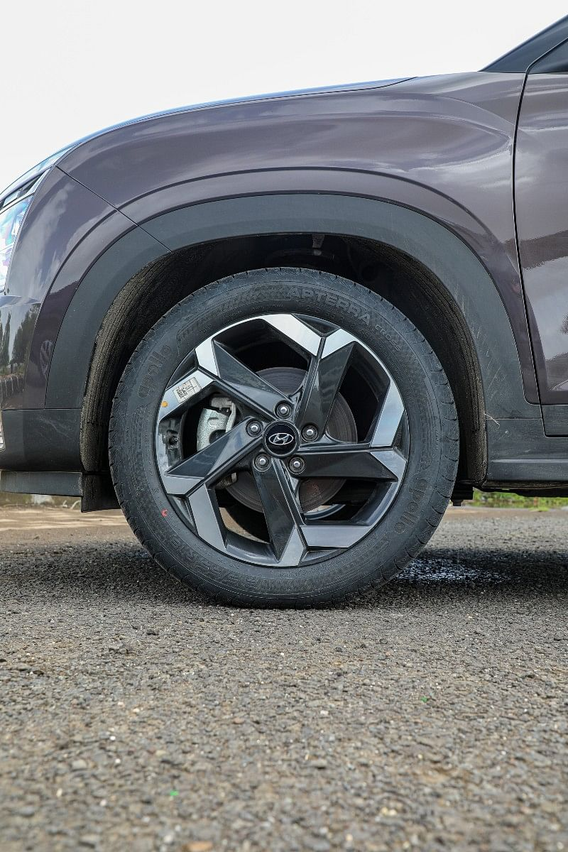 Top-end variants of the Alcazar sit on 18-inch wheels