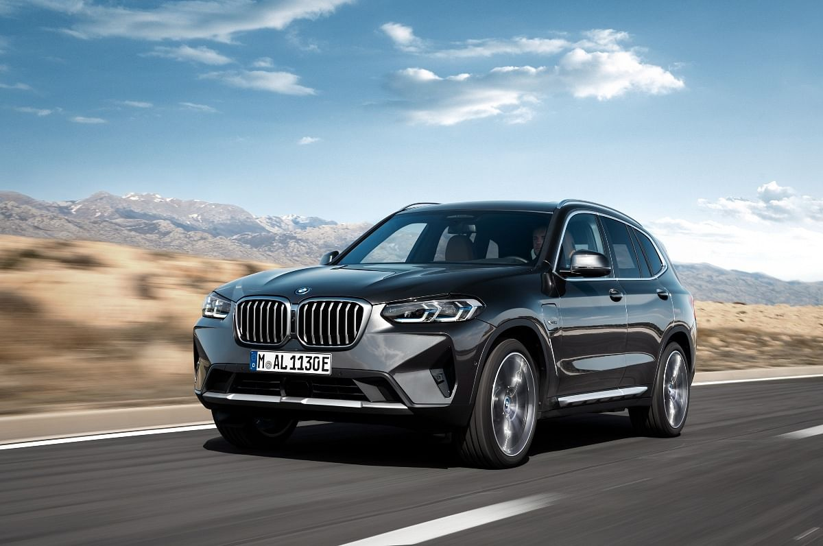 Facelifted X3 and X4 get single-piece kidney grilles