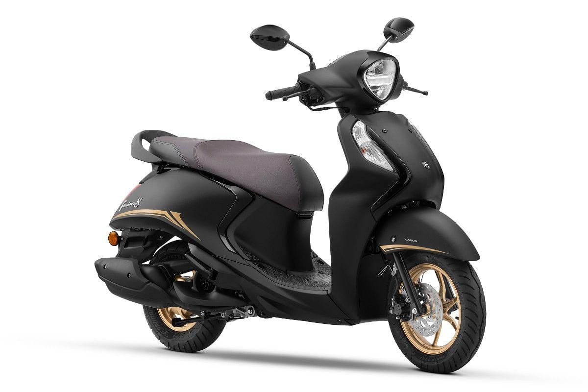 Yamaha Fascino 125 Fi Hybrid in Matt Black Special