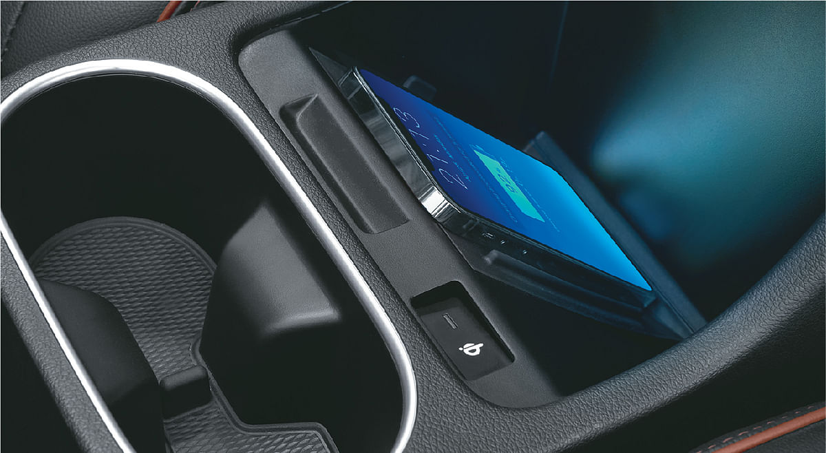 Middle-row gets wireless charging in the six-seater variant