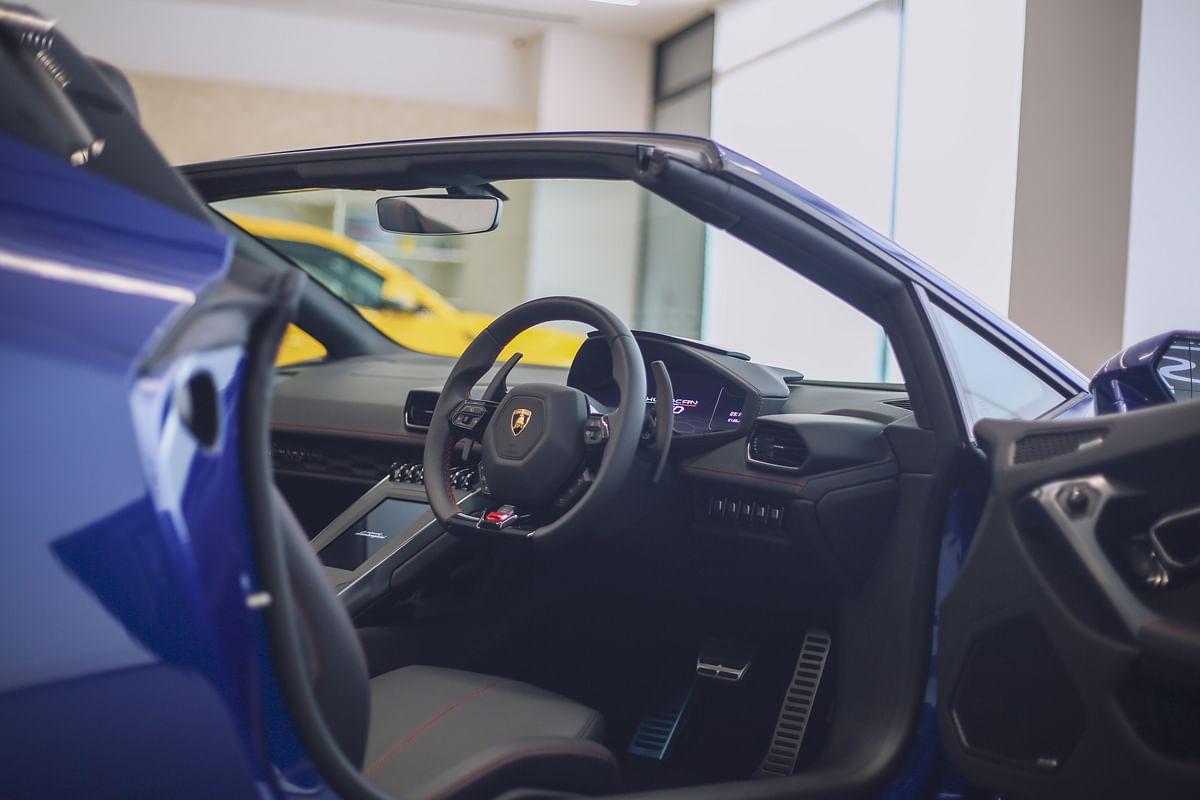 Lamborghini Huracan Evo RWD Spyder cabin