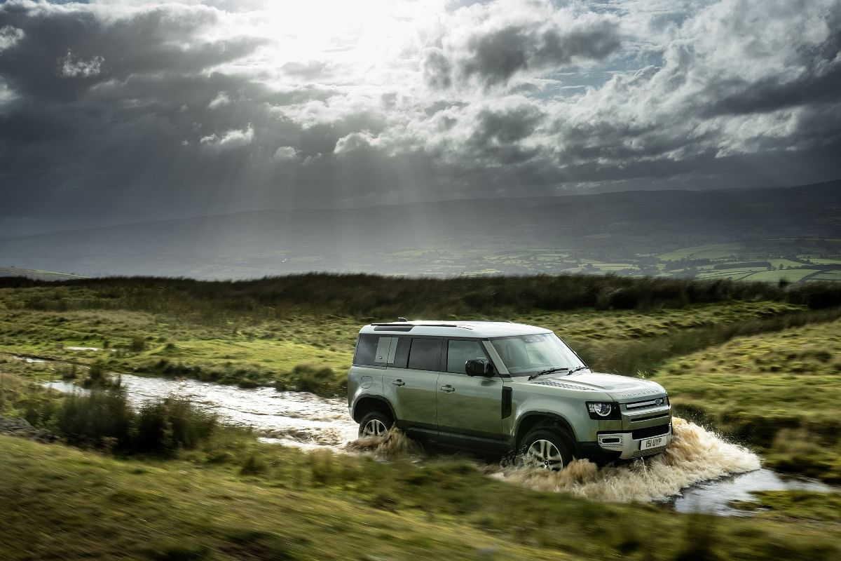 The Defender comes equipped with active air suspension (Pictured is the ICE-powered Defender)