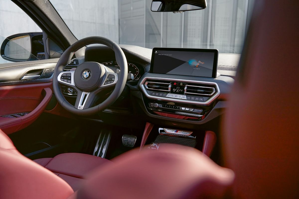 The centre console has been derived from the current-generation 4 Series