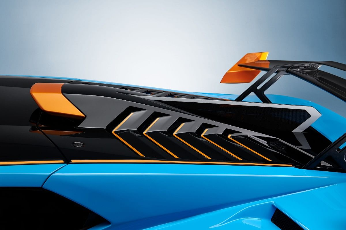 The rear hood of the Huracan STO receives air scoops and a deflector to cool down the engine