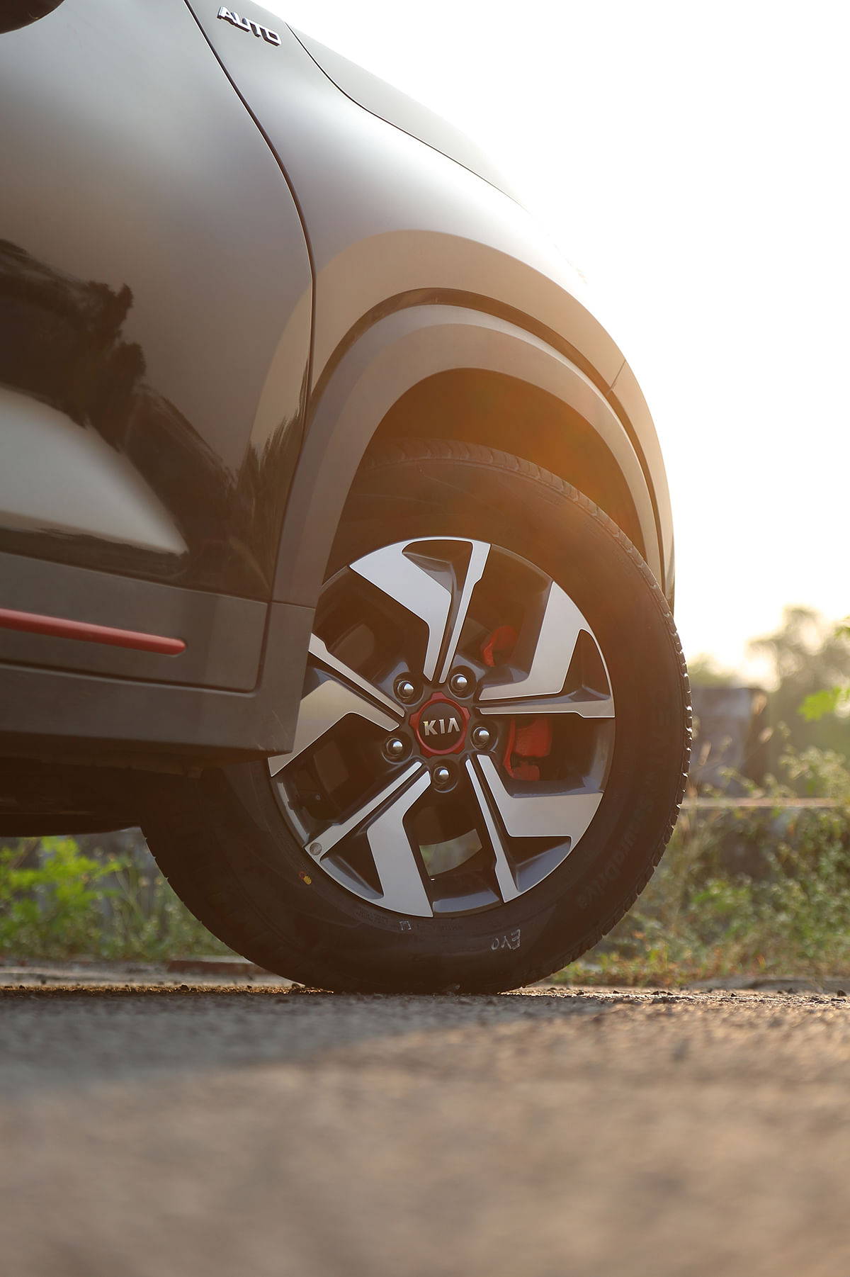 Even aftera few months of spirited driving, the CEAT SecuraDrive tyres look as good as new with barely any wear and tear