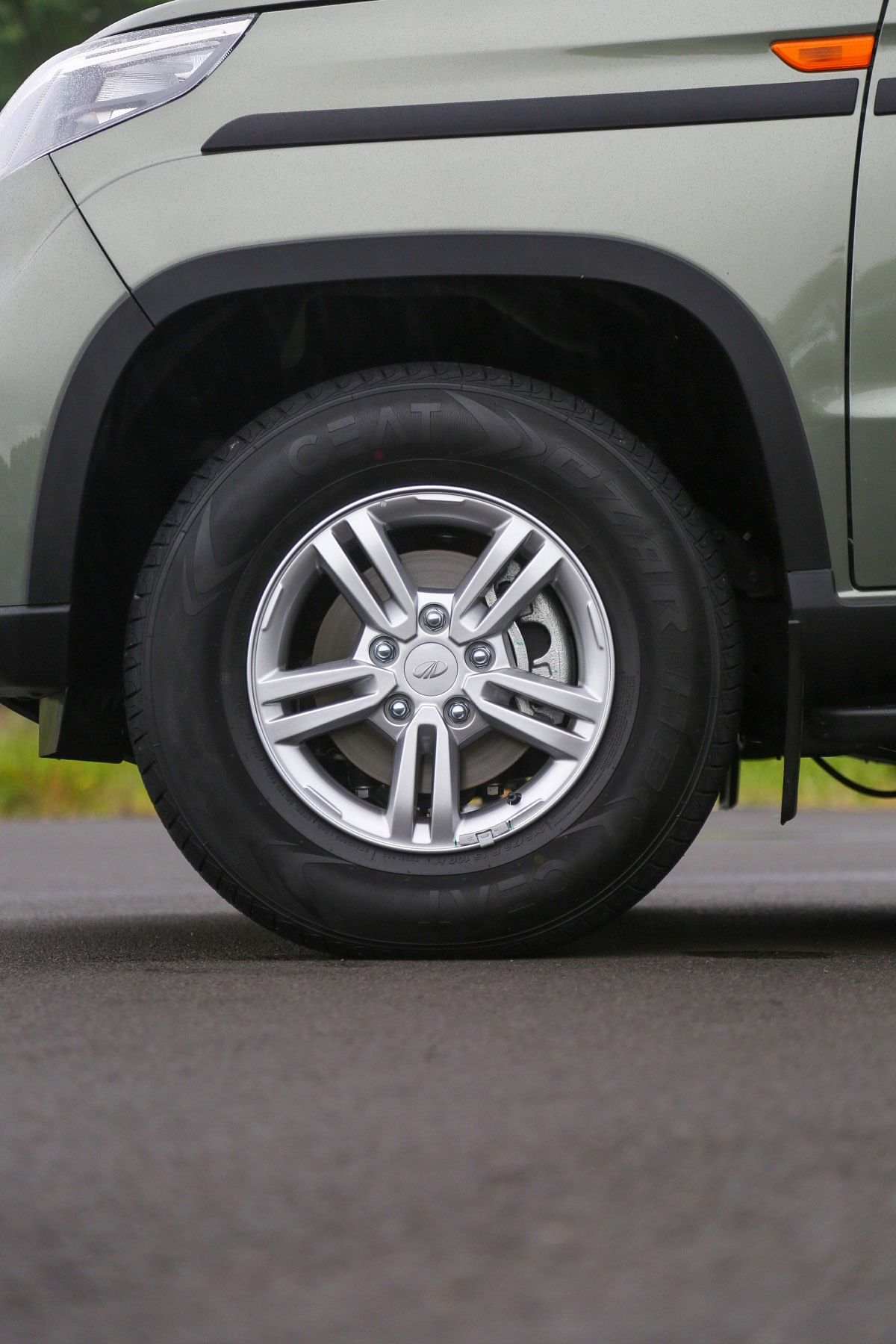 Trapezoidal wheel arches and plastic cladding add some toughness to the Bolero Neo's looks