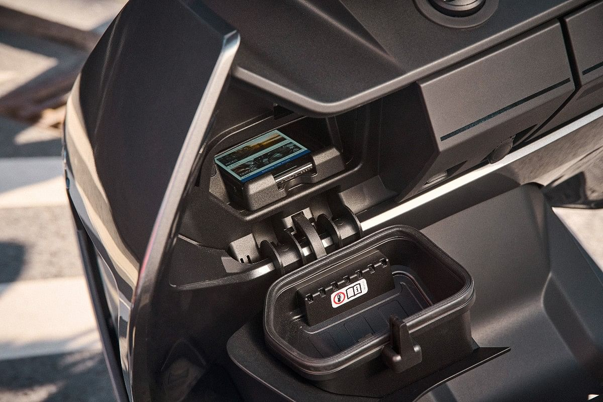 The mobile storage upfront is ventilated, with a type-C USB charging port.