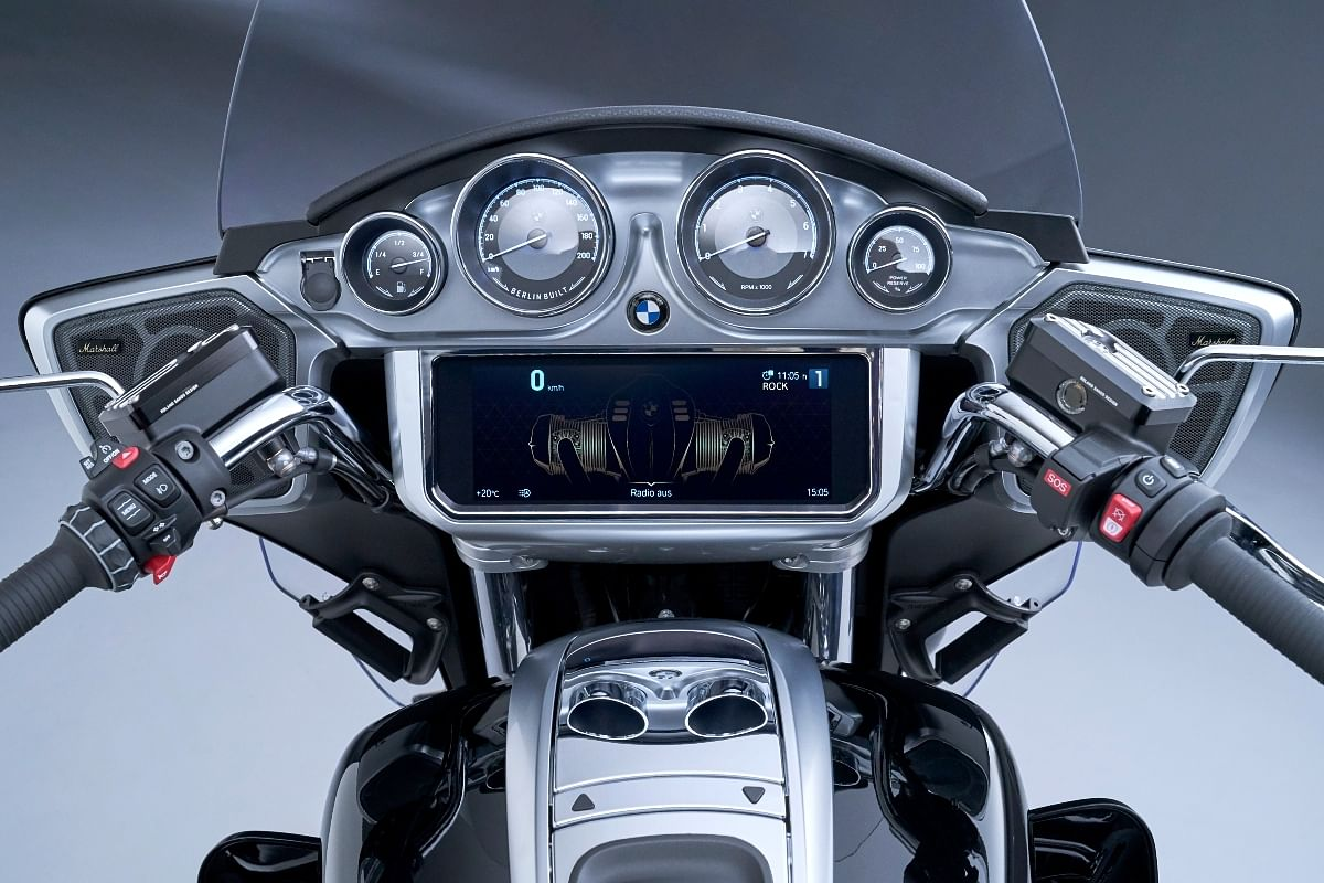 All the necessary information is easily served to the rider with this comprehensive cockpit