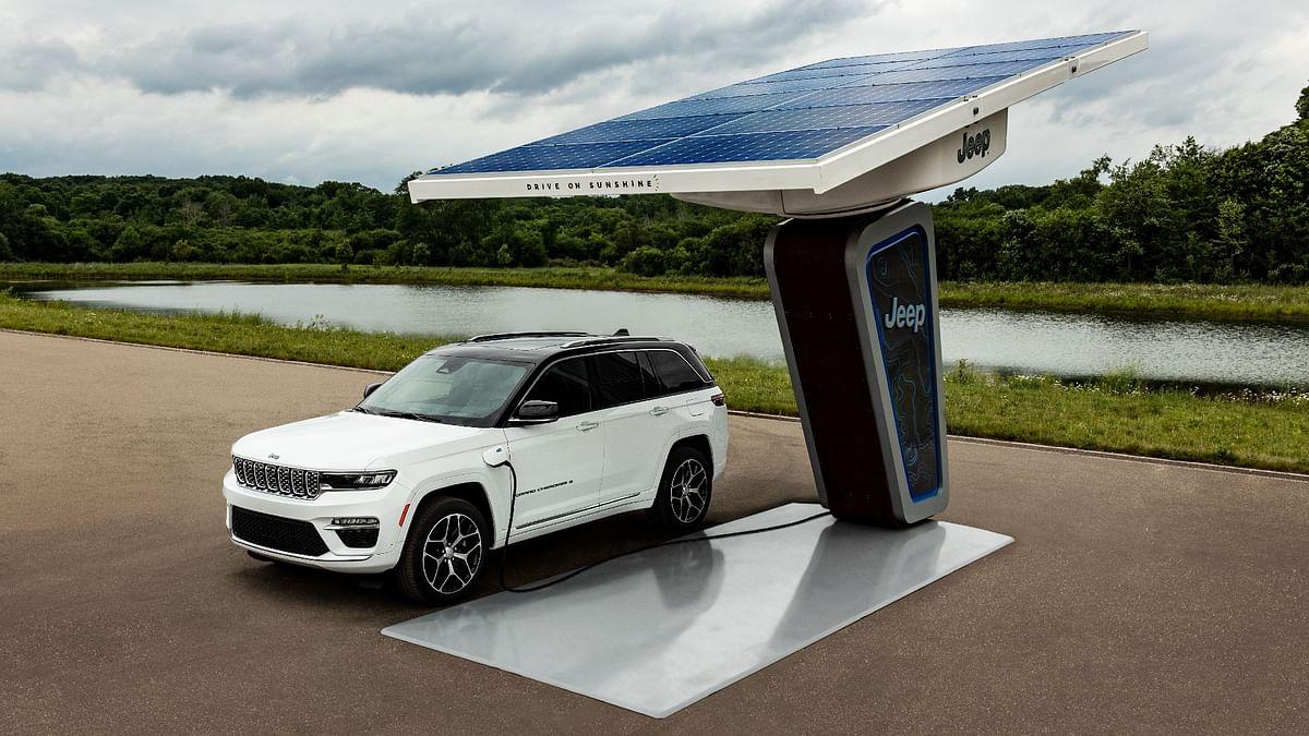 2022 Jeep Grand Cherokee 4xe Plug-in hybrid SUV revealed
