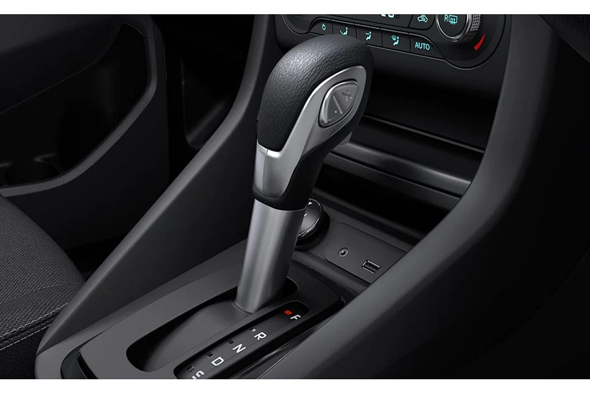 The Sports Selectshift button that lets the driver switch to manual mode