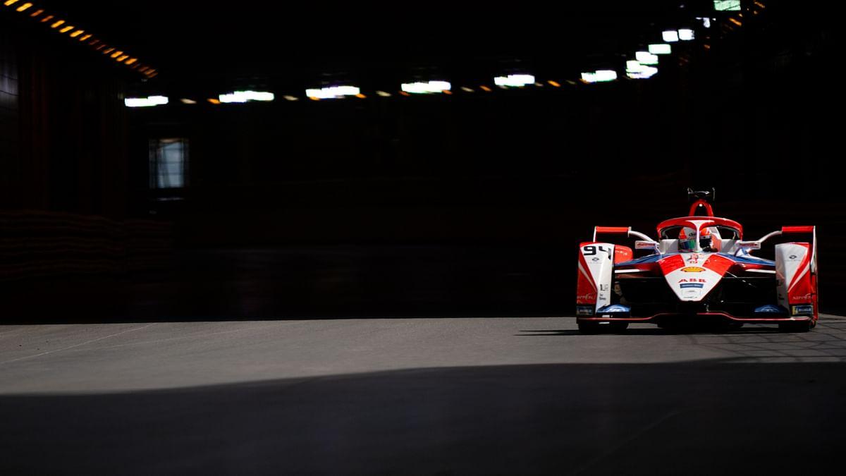 Mahindra Racing's Alex Lynn wins the second round of London E-Prix