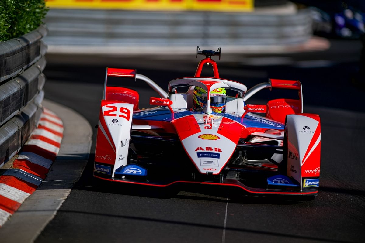 Alexander Sims failed to extract the potential from the Mahindra Racing car and ended