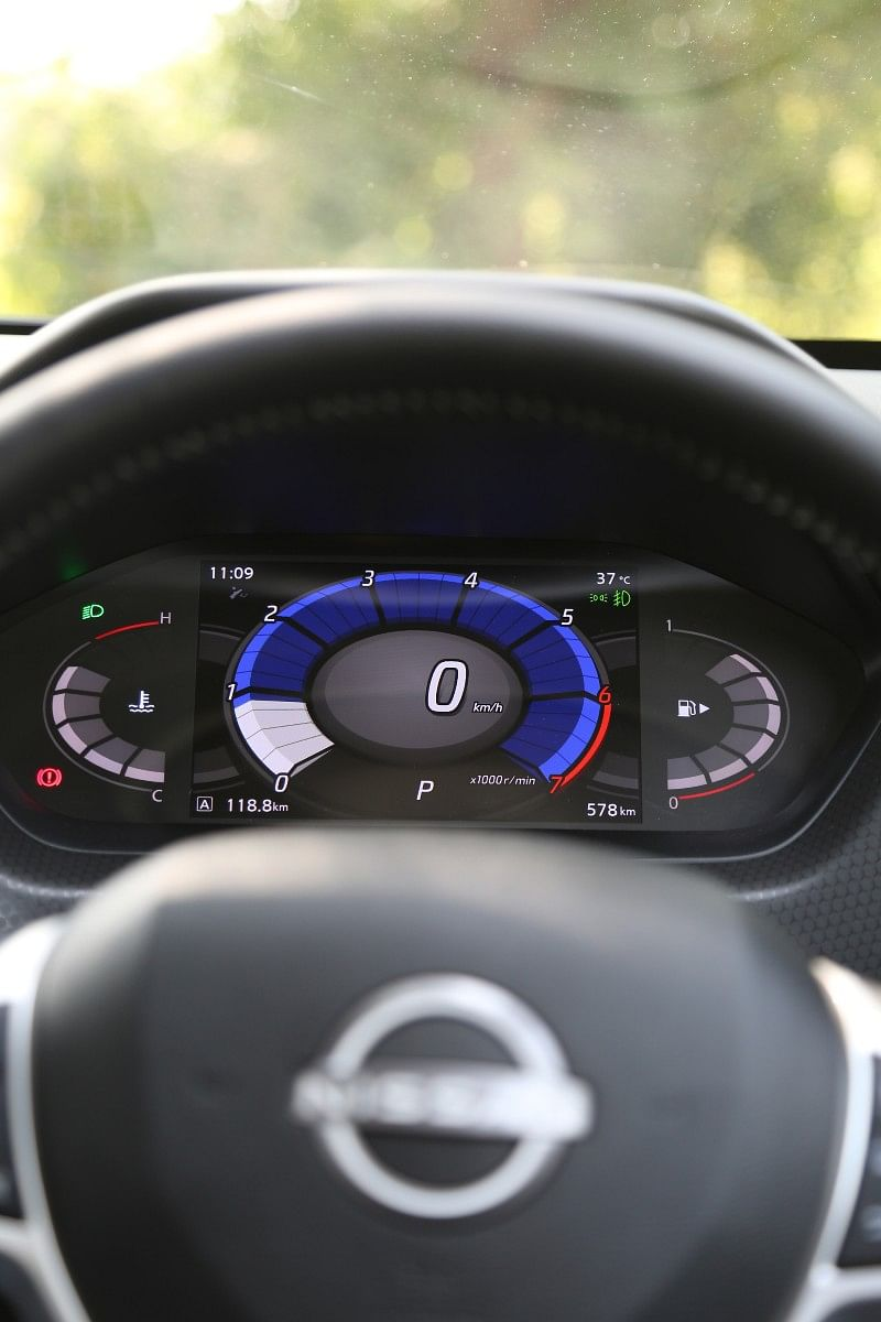 The 7-inch digital instrument cluster is bright and easily legible
