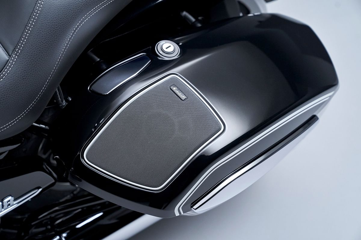 The R 18 B and the Transcontinental get a 208W Marshall audio system