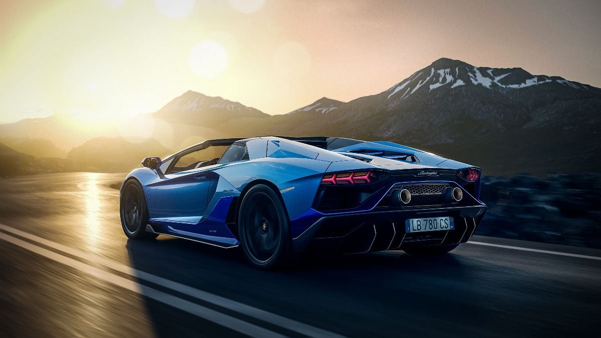 The 6.5-litre V12 pushes the Aventador to a top speed of 355kmph!