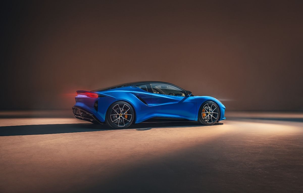 The Lotus Emira will receive a hydraulic power steering instead of an electron