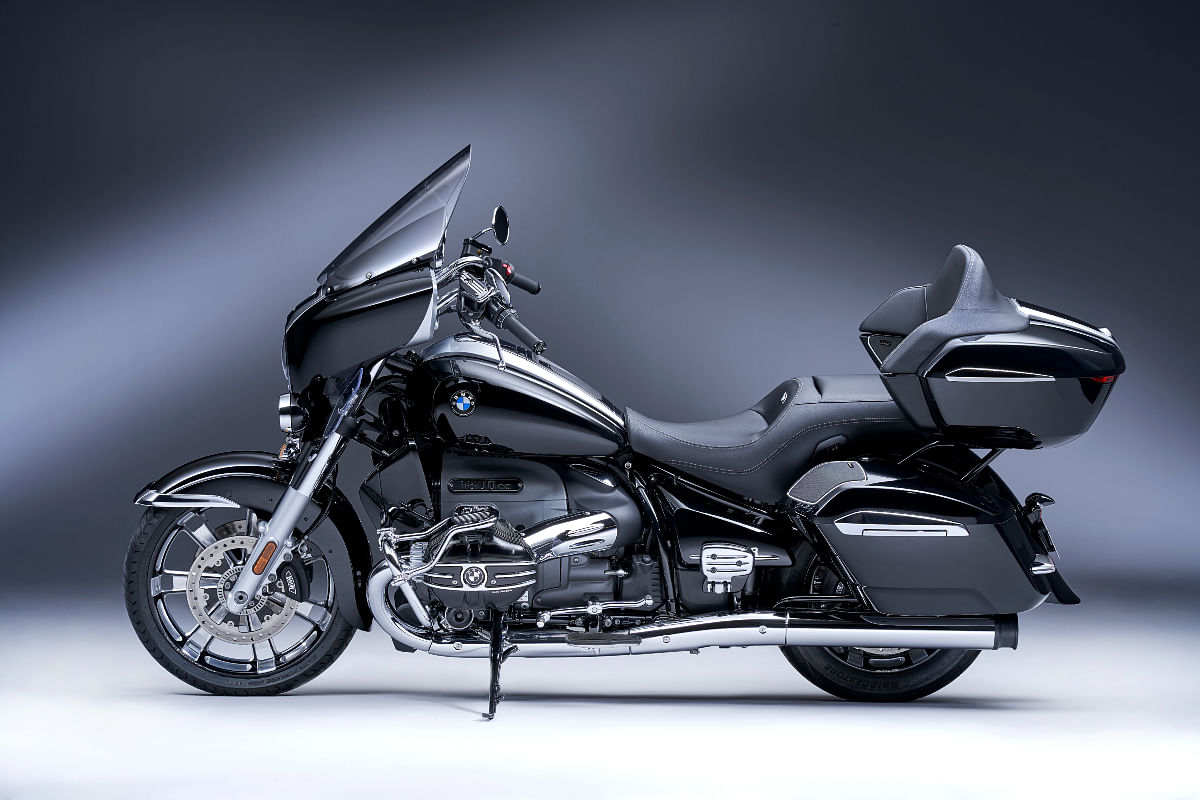 The BMW R 18 Transcontinental is the full dresser