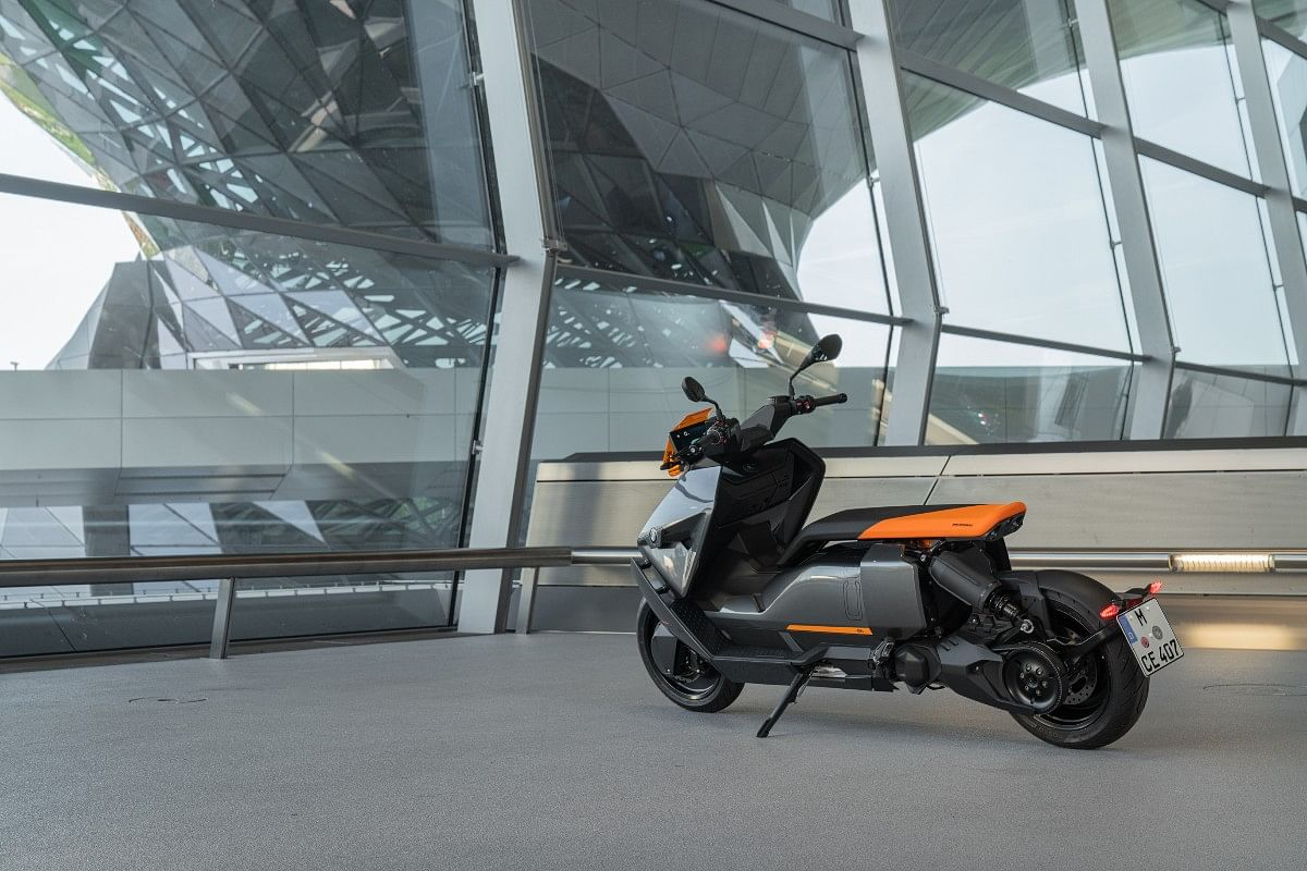 """The """"floating"""" seat looks rather cool; BMW offers a backrest as an option"""